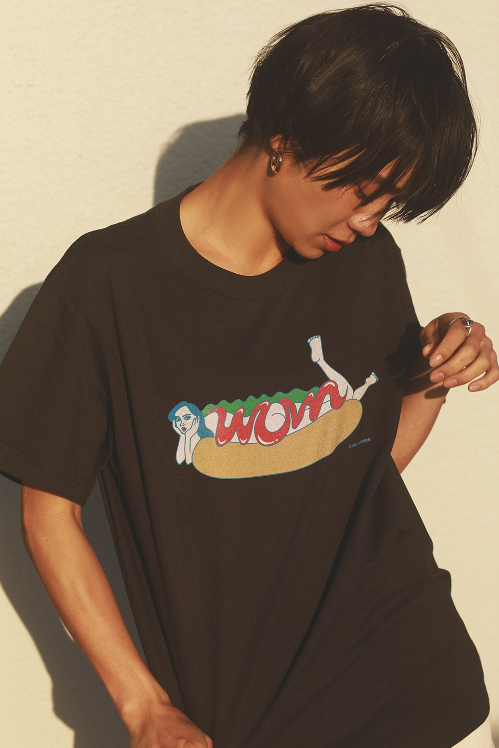 HOT DOG GIRL PRINT TEE