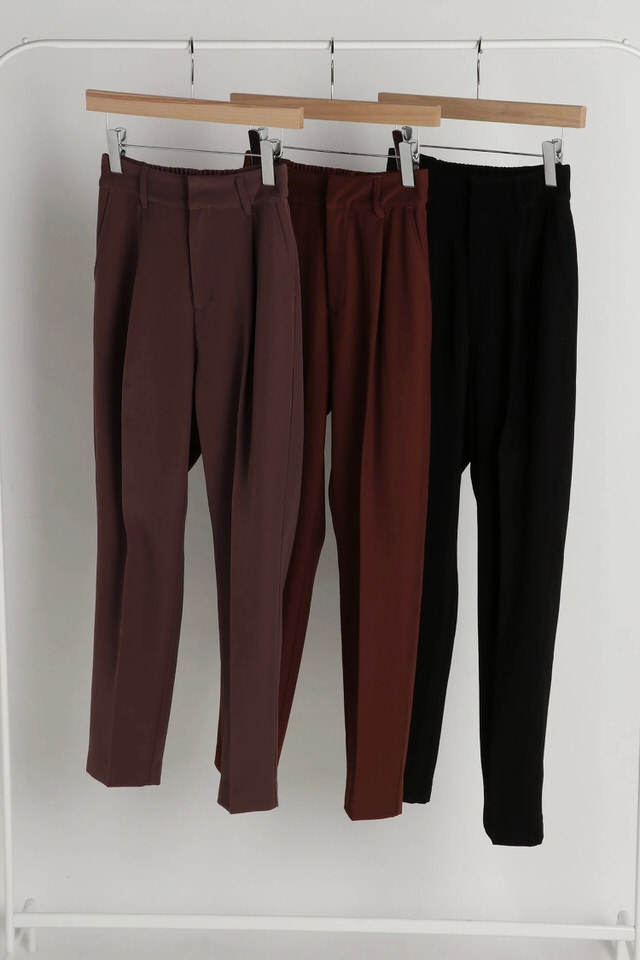 center seam tuck pants
